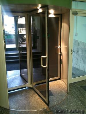 Двери банка с ручным приводом