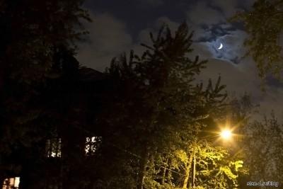 Фотография 8 мая 2011 года поздно вечером около дома