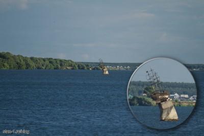 Памятник кораблю Меркурий посреди Воронежского водохранилища