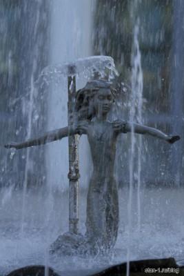 Элемент фонтана около воронежского детского театра