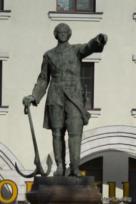 Памятник Петру 1 в Воронеже