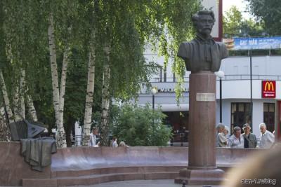Памятник Митрофану Пятницкому