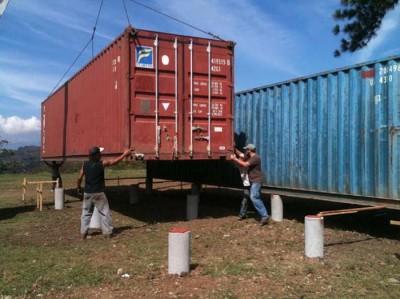 Установка контейнера на фундаментные столбы