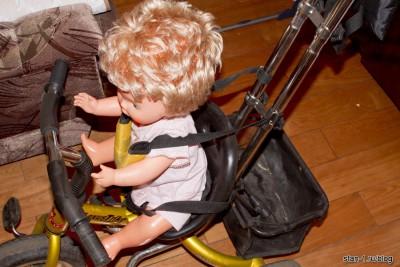 Ремни притягивают плечи ребенка не к сидению, а к раме