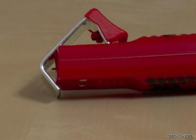 Нож для снятия оболочки электрического кабеля