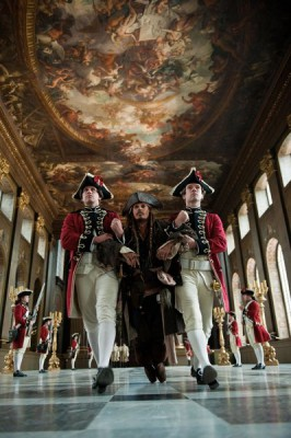 Джека Воробья тащат к королю англии