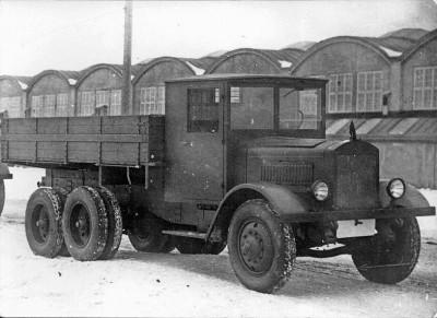 ЯГ-10 - Первый трехосный совесткий автомобиль