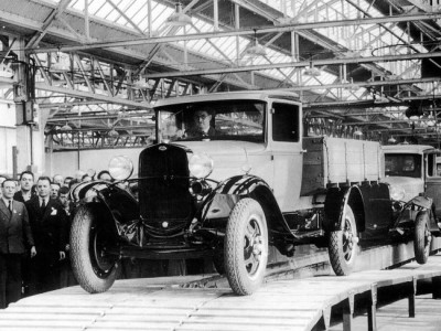 Автомобиль Ford AA сходит с конвейера