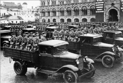 Парад в Москве - пехота на ГАЗ-АА