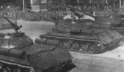 Танки ИС-3 на Параде в Берлине 7 сентября 1945 года