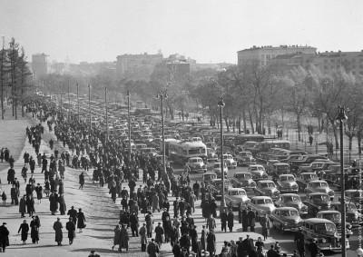 Ленинградский проспект в районе стадиона Динамо перед началом футбольного матча