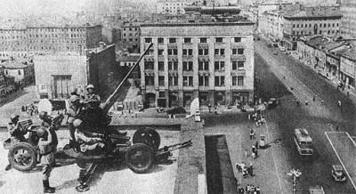 Зенитки на крыше охраняемого здания