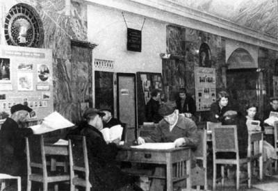 Библиотека на станции Кировская (Чистые пруды)