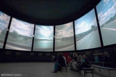Круговая кинопанорама внутри