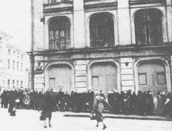 Очередь в теат Оперетты. 1941 год