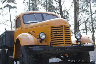 ЗИС-150 около автотранспортного предприятия в Ивантеевке
