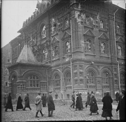 Здание Исторического музея (до революции - Московской городской думы) после обстрела