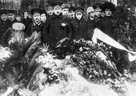 """Похороны белогварйдецев около нынешнего метро """"Сокол"""". 13 ноября 1917 года"""