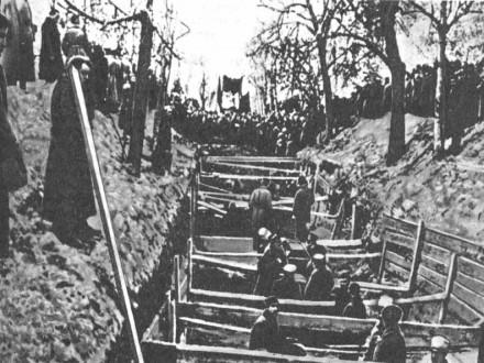 Похороны красноармейцев на Красной площади, погибших при взятии Кремля. 10 ноября 1917 года
