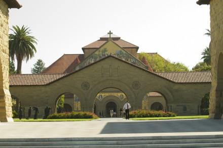 Главный вход в Стенфордский Университет